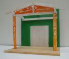 Entwurf / Modell Kita Zukunftswerkstatt. Gestaltung des Eingangsbereichs. Pulverbeschichtete Stahlbleche mit Ausschnitten zu den Themen Zukunft (links), Werkstatt (rechts) und ein Namensschild beleuchtet im Giebel